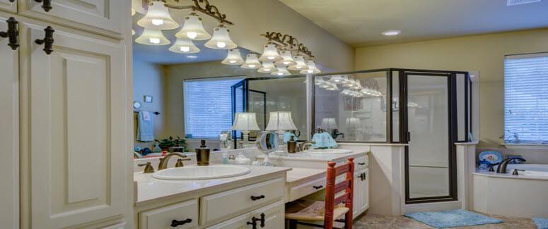 Praktisch und stilvoll – Badezimmermöbel im Set